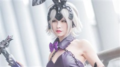 Cosplay Jean D'Arc cực nóng bỏng trong Fate/Grand Order